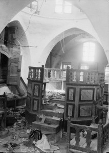 Desecrated_synagogue,_Hebron_1929